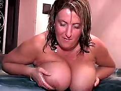 Busty mature plays w tits