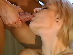 Blonde eager for cumload